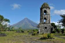 mount-mayon-volcano-and-ruins-of-cagsaua-church-in-albay-bicol-philippines